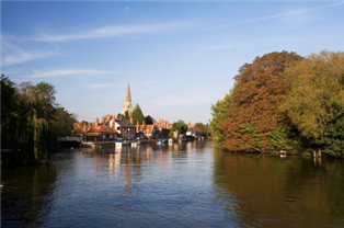 Photograph of a river and buildings in Oxfordshire
